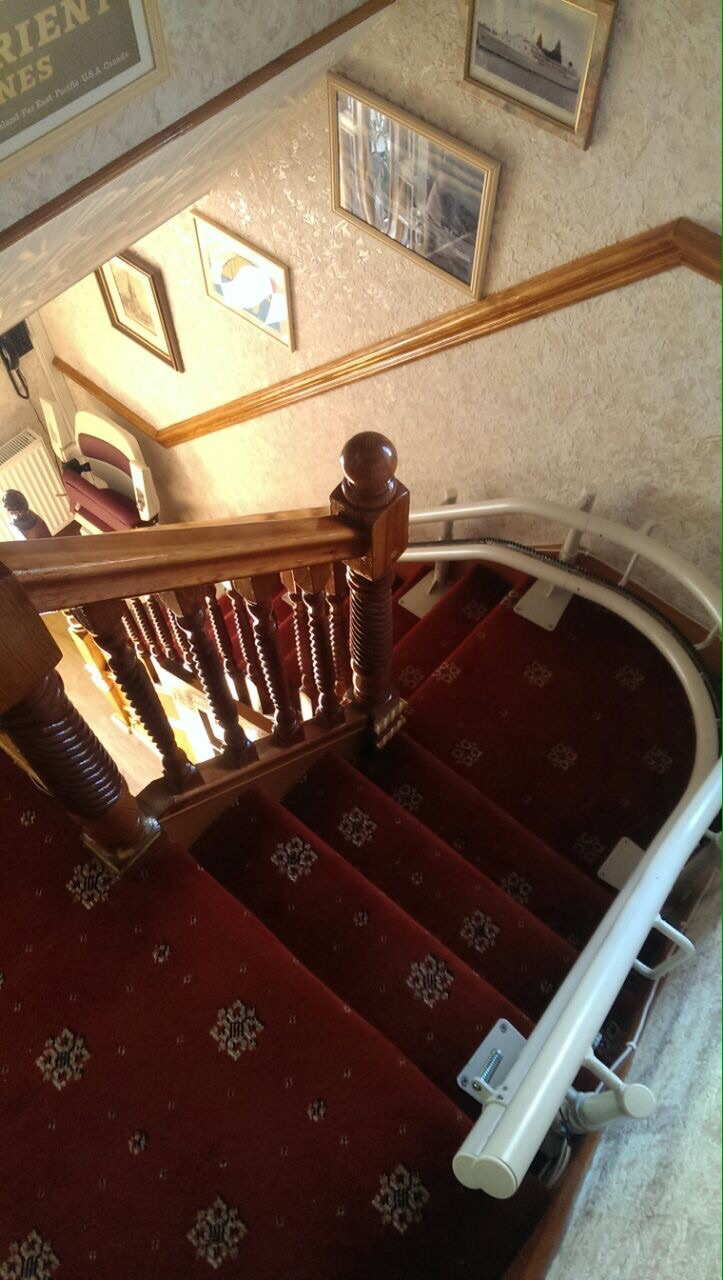 Great British Stairlifts Cuved Lift